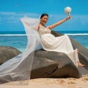 Filipino bride posing